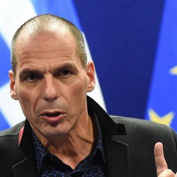 le-ministre-grec-des-finances-yanis-varoufakis-lors-d-une-conference-de-presse-a-l-issue-de-la-reunion-de-l-eurogroup-a-bruxelles-le-16-fevrier-2015_5214377